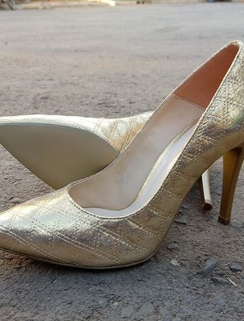Gold court heel