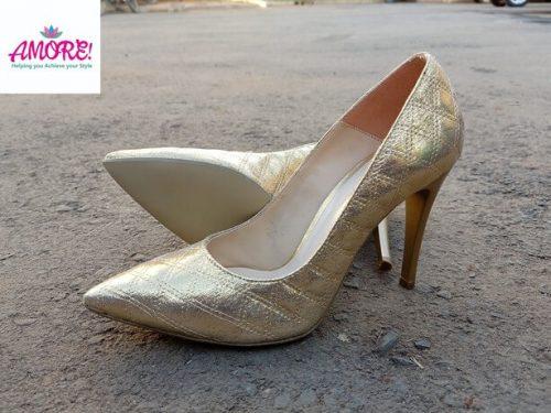 Gold court heel