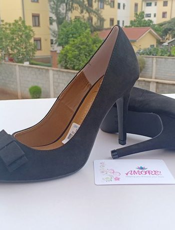 Black bow heel