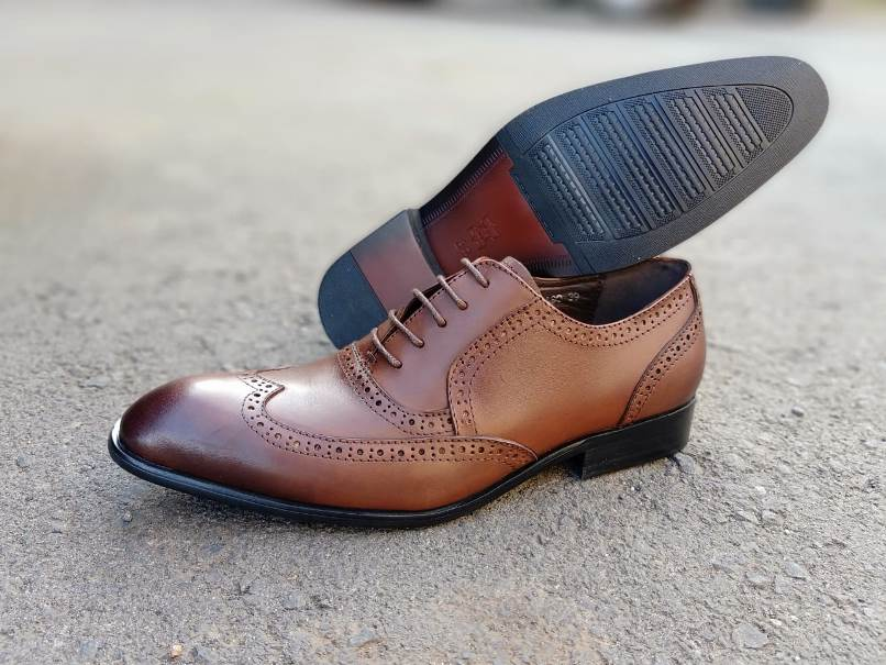 Brown pointed oxford