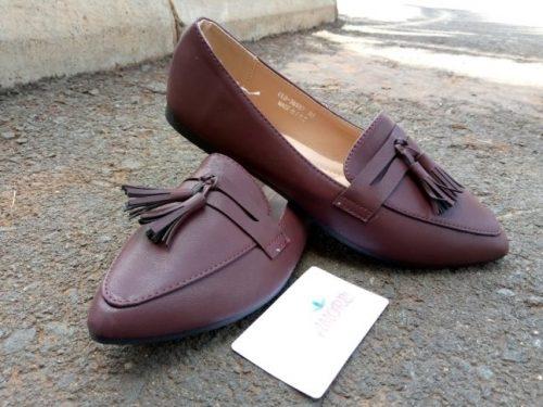 Maroon tassel doll shoe