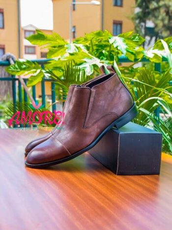Brown size zip boot