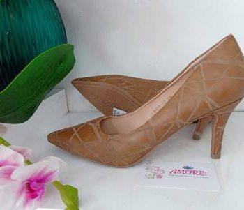 Caramel croco court heel
