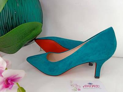 Tuquiose suede kitty heel