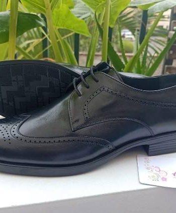 Black oxford leather shoe