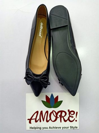 Black pointed doll shoe with bow